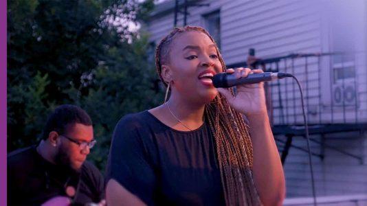 Daria Jones singing