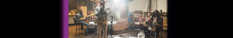 Josue Simon singing with saxophone